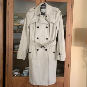 Banana republic trench coat size small